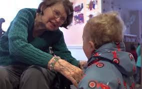 介護施設と幼稚園が一緒になり高齢者に笑顔が戻った!