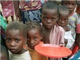 飢餓に苦しむアフリカの子供たち