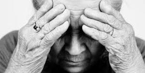 大切な家族が認知症になった時「疑うべき症状」と「接し方のコツ」
