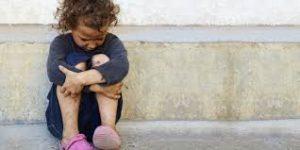 子育てに苦しむシングルマザーと貧困問題に立ち向かう小児科医の役割