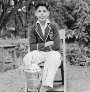 少年時代、若き日のフレディマーキュリーの写真